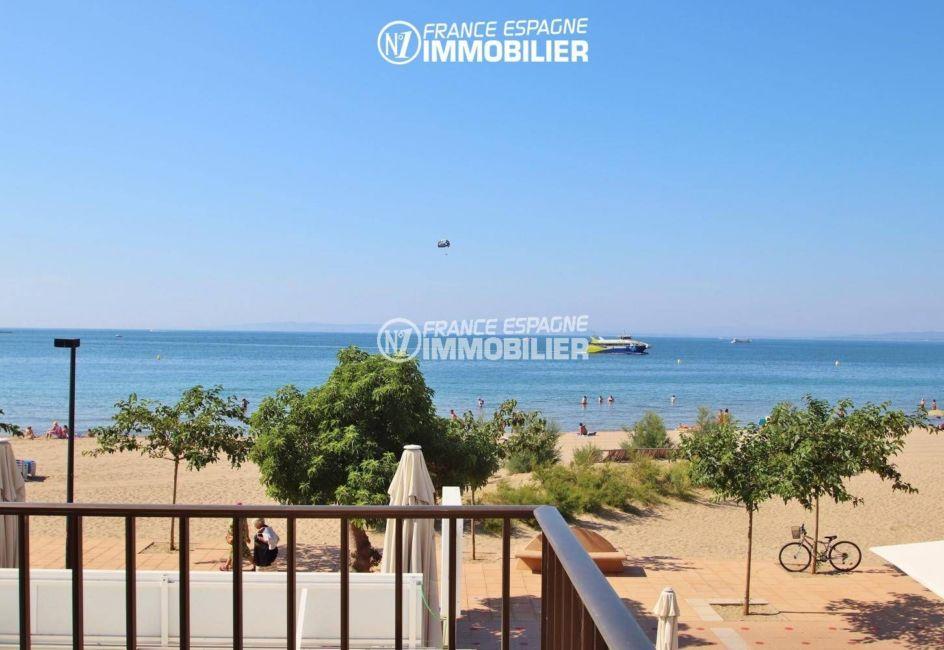 vente appartement rosas, accès plain-pied, vue de la terrasse plage à 20 m