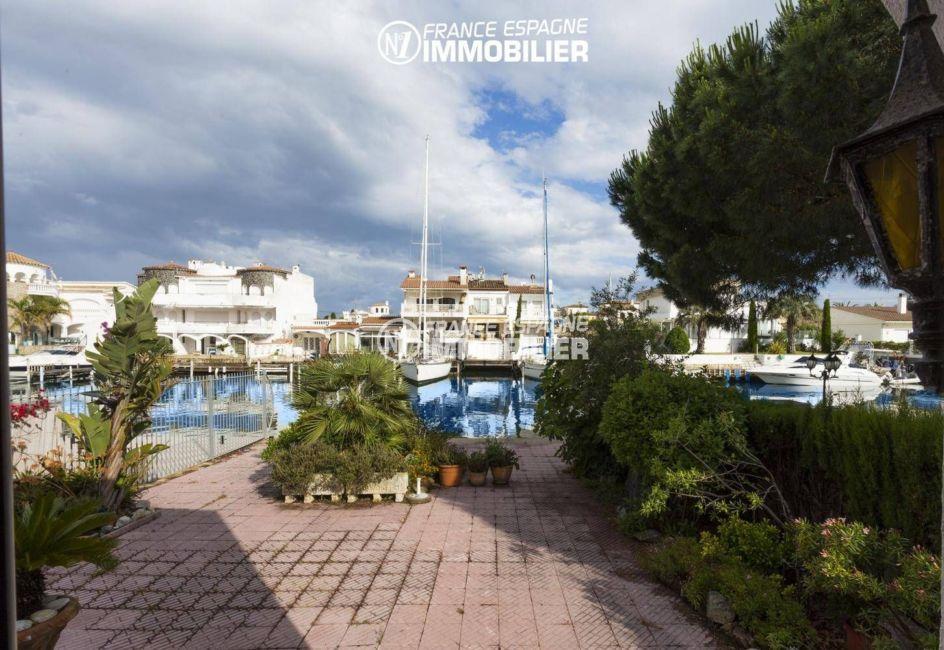 agence immobilière costa brava: villa 84 m², accès canal direct par la terrasse