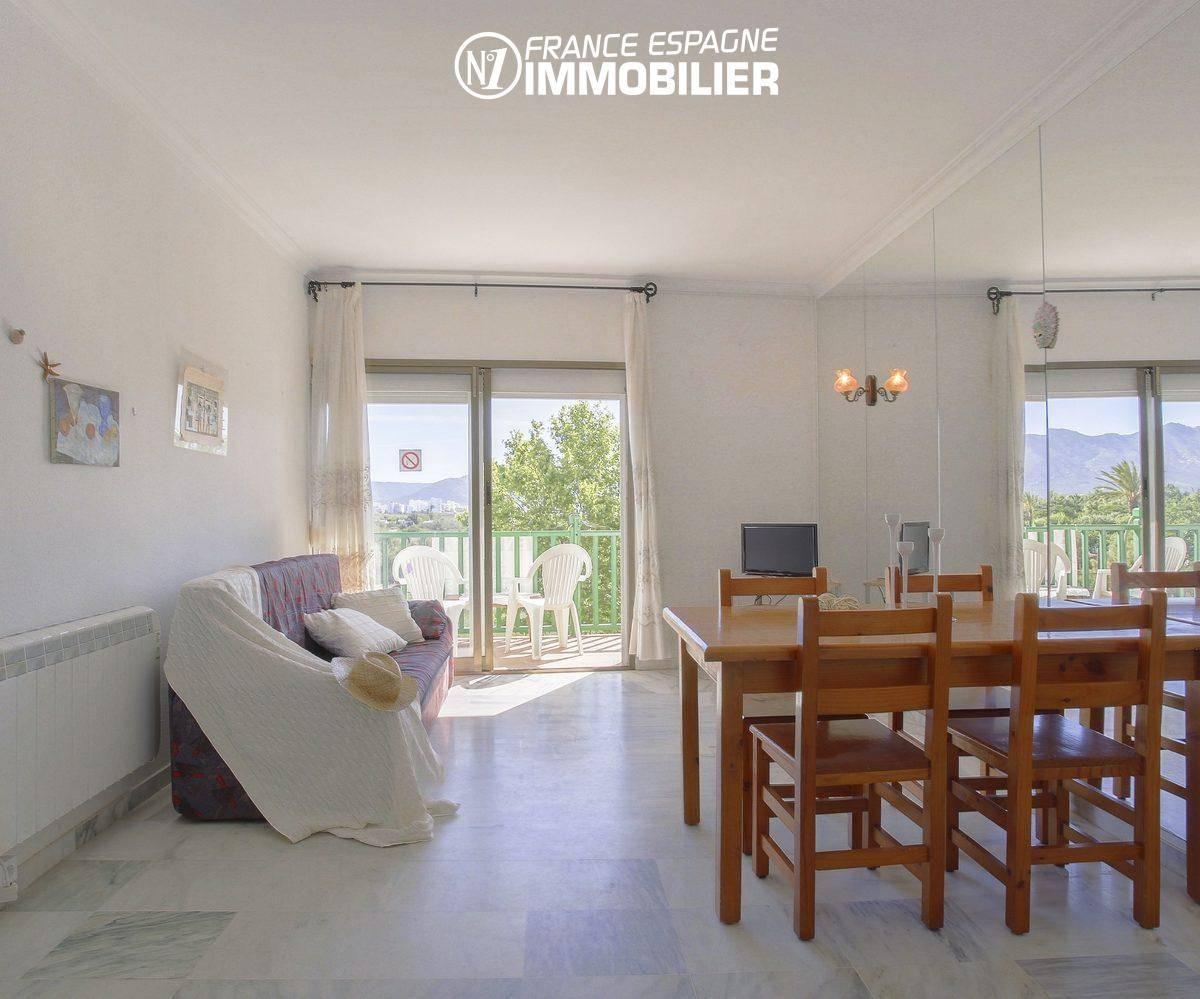 immobilier empuriabrava: appartement ref.3470, séjour avec accès terrasse 9 m²