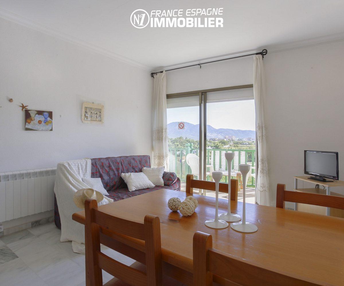 appartement a vendre empuriabrava,  ref.3470, pièce principale avec grandes porte fenêtre
