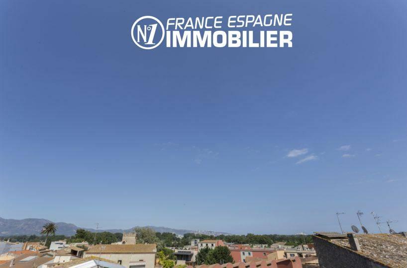 immo empuriabrava: villa ref.3477, aperçu des toits de la ville et montagnes