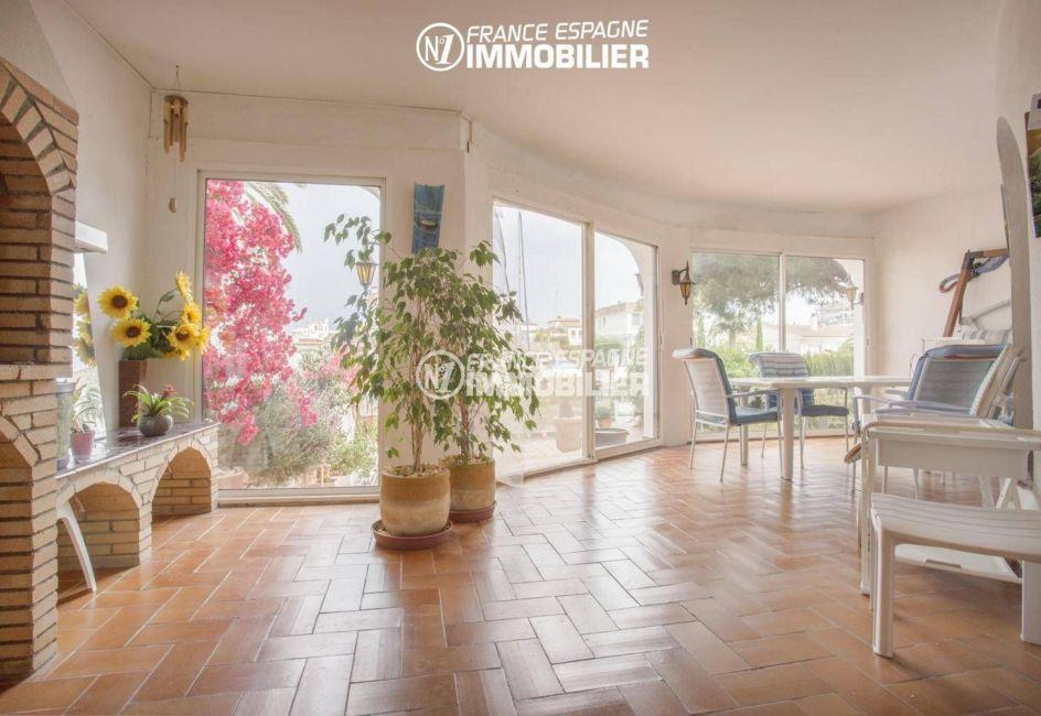 maison à vendre empuriabrava, proche plage, terrasse couverte de 20 m² avec bbq