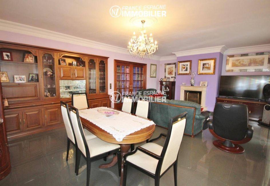 immobilier empuriabrava: villa 403 m² de plain pied avec piscine, exposition sud-est
