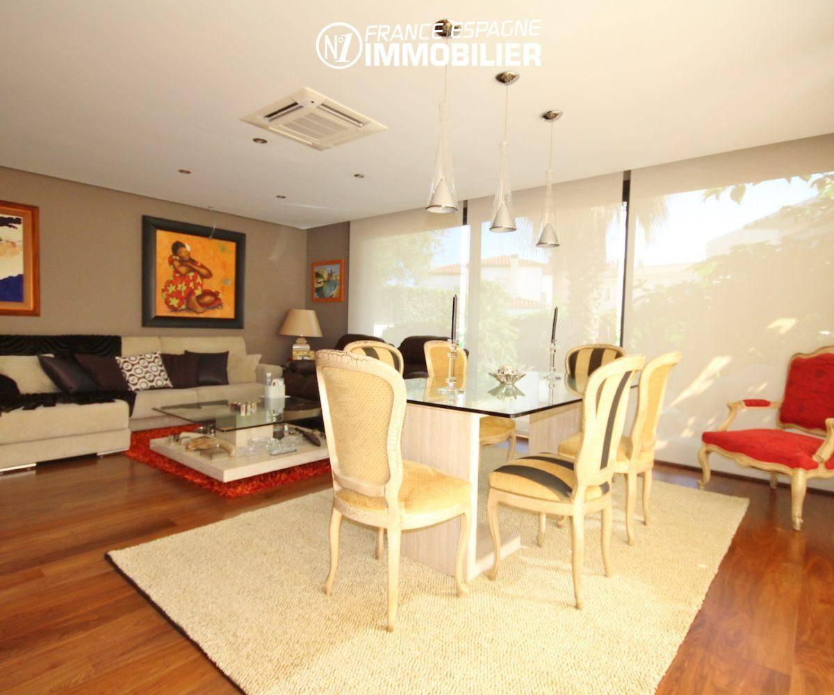 immobilier rosas espagne: villa ref.3466, séjour / salon avec grandes baies vitrées