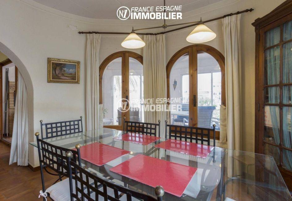 acheter maison empuriabrava, amarre, salon / séjour avec accès à la terrasse couverte