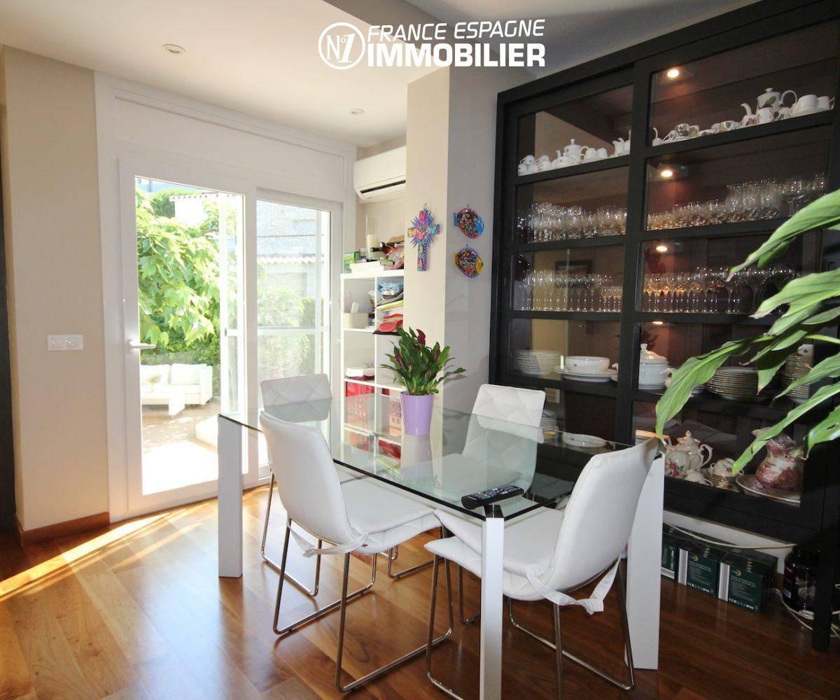 maison a vendre rosas, ref.3466, coin repas avec rangements accès terrasse