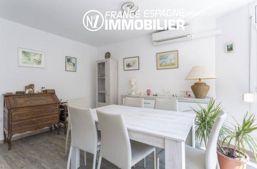 immo center: villa ref.3477, aperçu coté salle à manger avec la climatisation