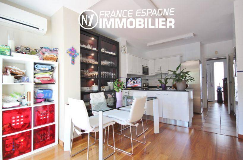 agence immobiliere roses: villa ref.3466, cuisine américaine, coin repas + rangements