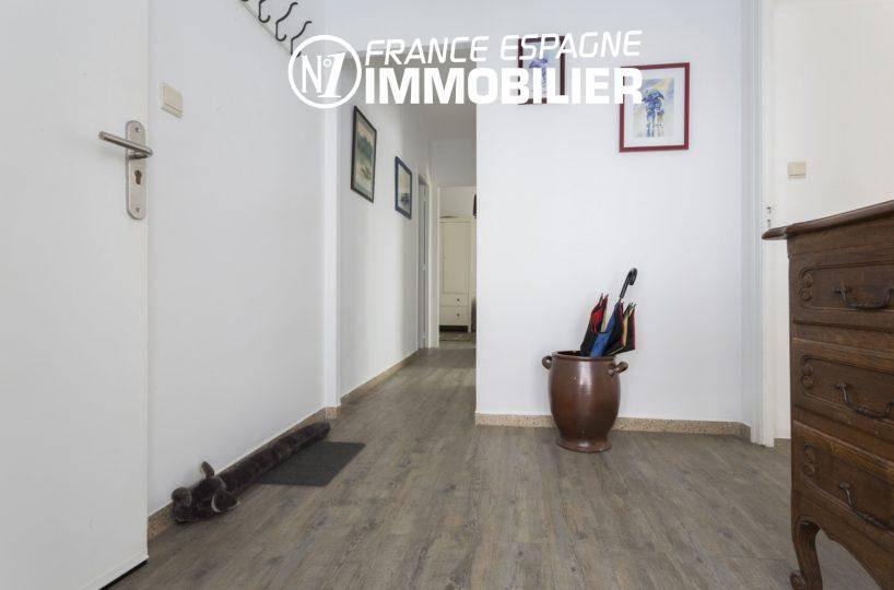 agence immobiliere empuriabrava: villa ref.3477, hall d'entrée et couloir vers les chambres