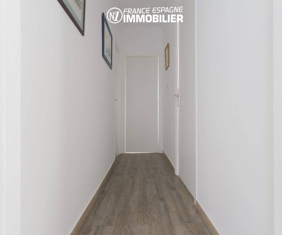agence immo empuriabrava: villa ref.3477, couloir vers les chambres au 1er étage