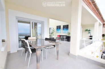 costa brava immobilier: villa ref.3481, vue sur la terrasse à l'étage coin repas