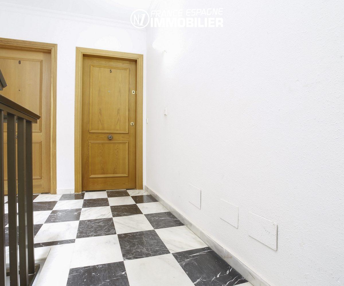 vente immobilière costa brava: appartement ref.3470, entrée de l'appartement dans la résidence