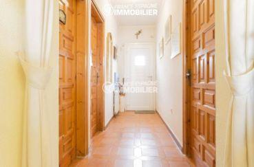 agence empuriabrava: villa 84 m², couloir qui dessert les autres pièces