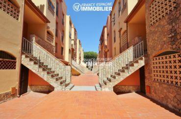 agence empuriabrava: appartement ref.3471, escalier donnant accès à l'appartement