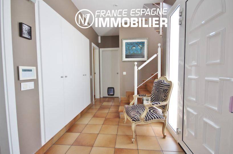 agence immobiliere santa margarita: villa ref.3466, hall d'entrée, placards + escalier