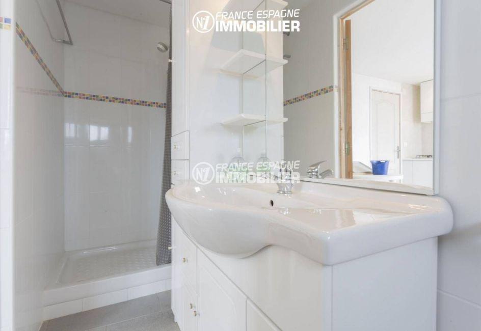 immobilier costa brava: villa 84 m², salle d'eau de l'appartement indépendant à l'étage