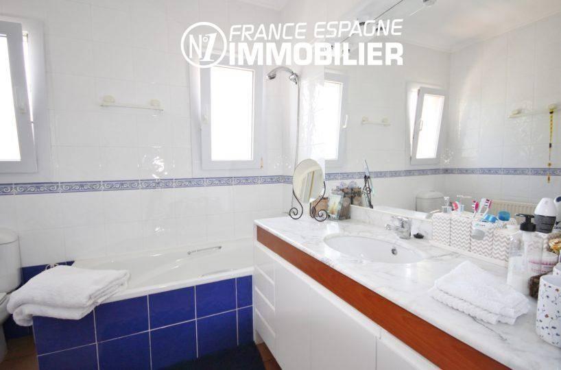agence immobiliere roses espagne: villa ref.3466, salle de bains + vasques et rangements