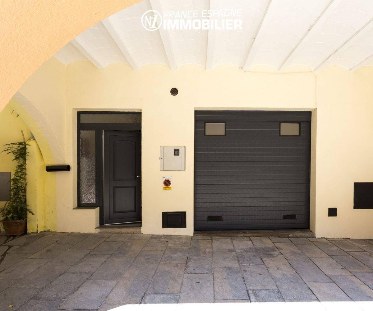 agence immobilière costa brava: villa ref.3477, entrée et garage au rez-de-chaussée