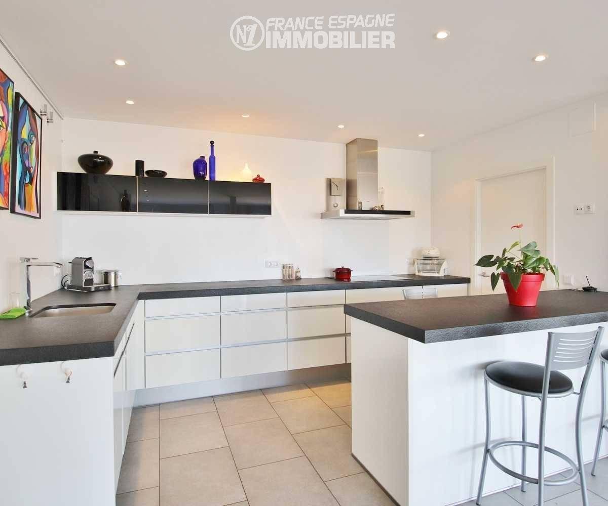 vente villa costa brava, ref.3481, cuisine américaine avec grand plan de travail