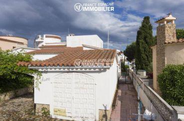 immo costa brava: villa 84 m², aperçu du garage, parking extérieur 4 voitures