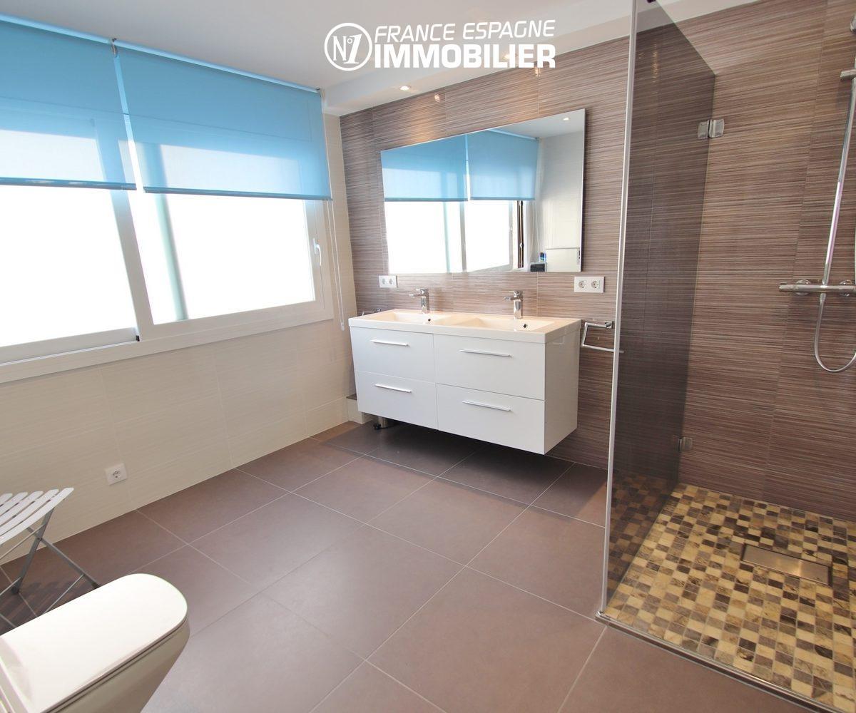 achat appartement rosas espagne, 165 m², première salle d'eau avec douche, double vasque et wc