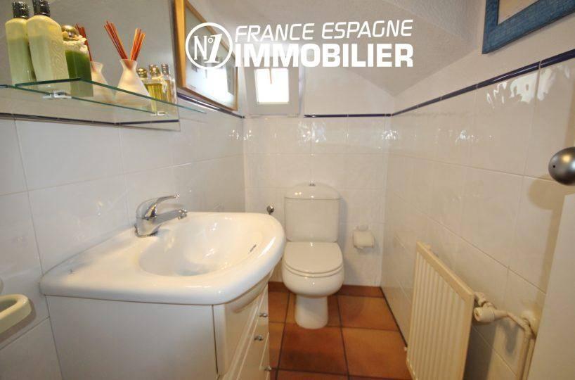 maison costa brava, ref.3466, wc indépendant au rez de chaussée + lavabo et rangements