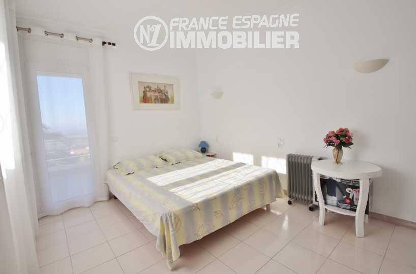 acheter sur la costa brava: villa ref.3481, chambre 2 avec lit double accès terrasse