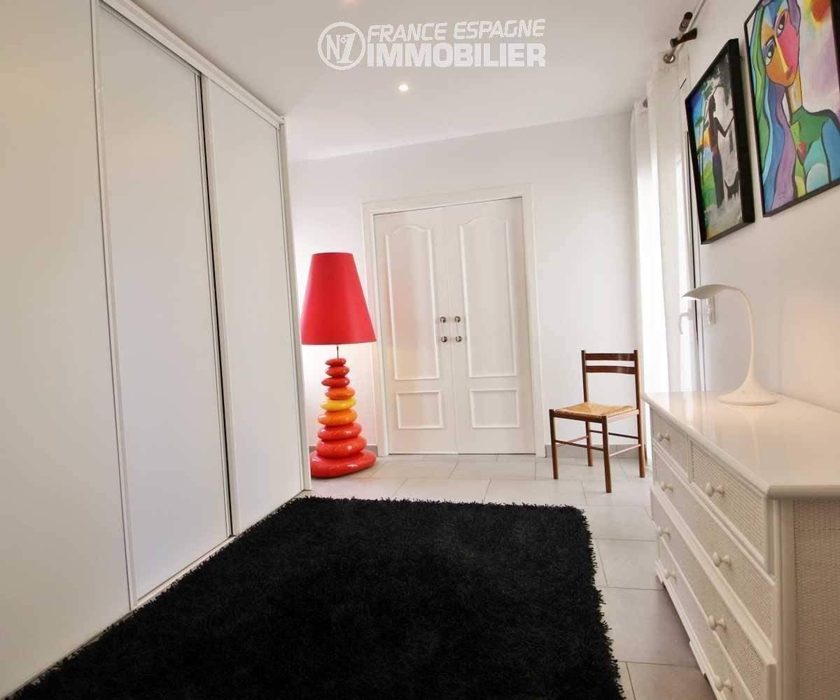 maison a vendre a costa brava, ref.3481, couloir avec placards et rangements