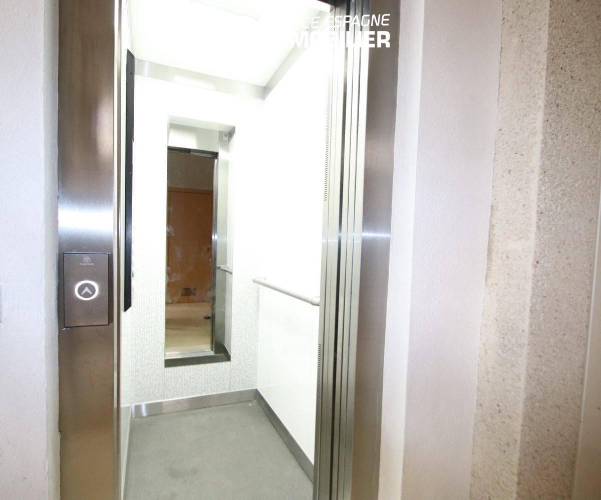 immobilier costa brava: appartement 165 m², vue sur l'ascenseur de l'immeuble