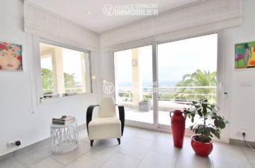 achat maison sur la costa brava, ref.3481, salon avec accès terrasse