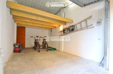 immo center roses: appartement 165 m², aperçu du garage / 2 places parking extérieur