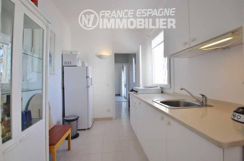maison espagne costa brava a vendre, ref.3481, cuisine indépendante aménagée
