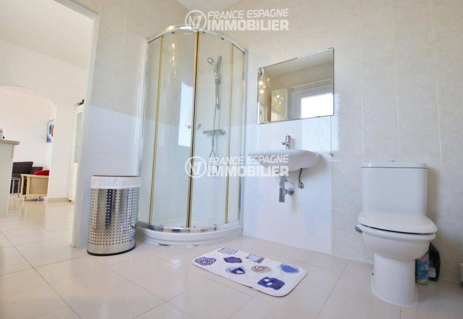 le bon coin espagne costa brava: villa ref.3481, salle de bains avec cabine de douche, wc