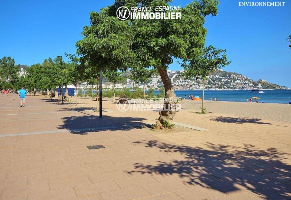 balade près de la plage, vue sur le puig rom aux environs