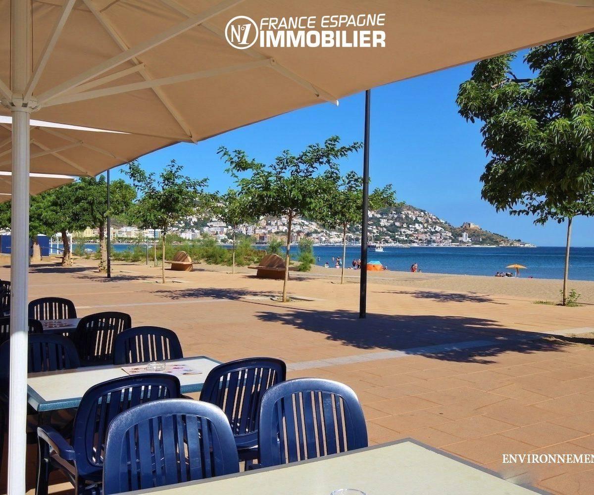 vue magnifique sur la mer depuis la terrasse du restaurant à proximité