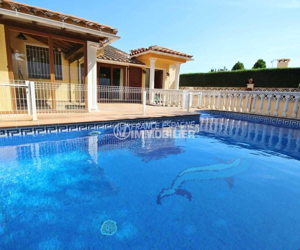 Villa à vendre à Empuriabrava avec piscine