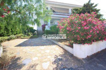immobilier llanca: appartement ref.3488, terrasse petite vue mer, plage à 400 m²