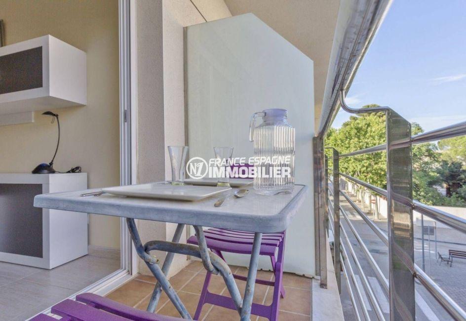 immobilier llanca: appartement avec une terrasse petite vue mer, pas cher