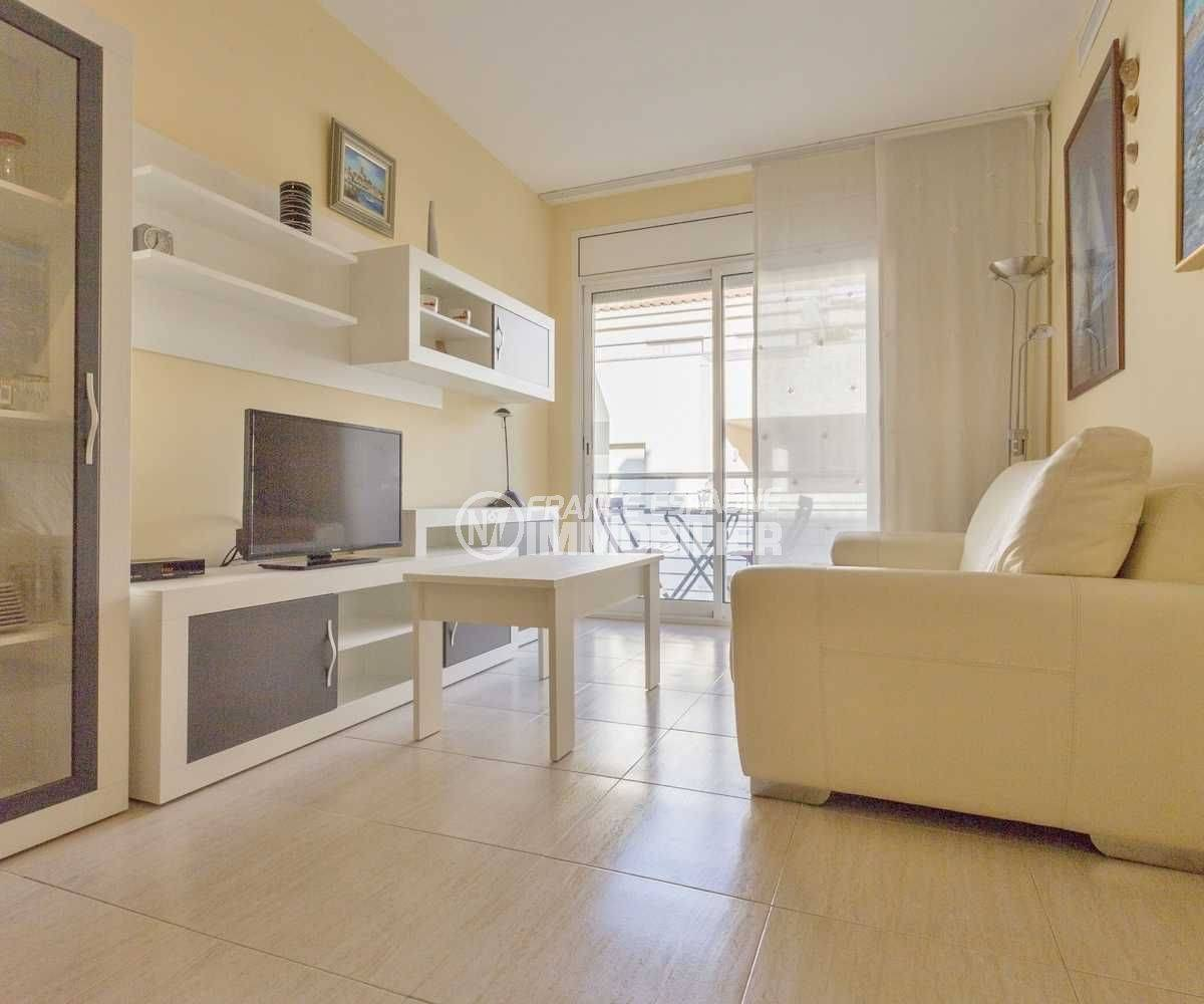 agence immobiliere costa brava: appartement pas cher, salon / séjour accès terrasse