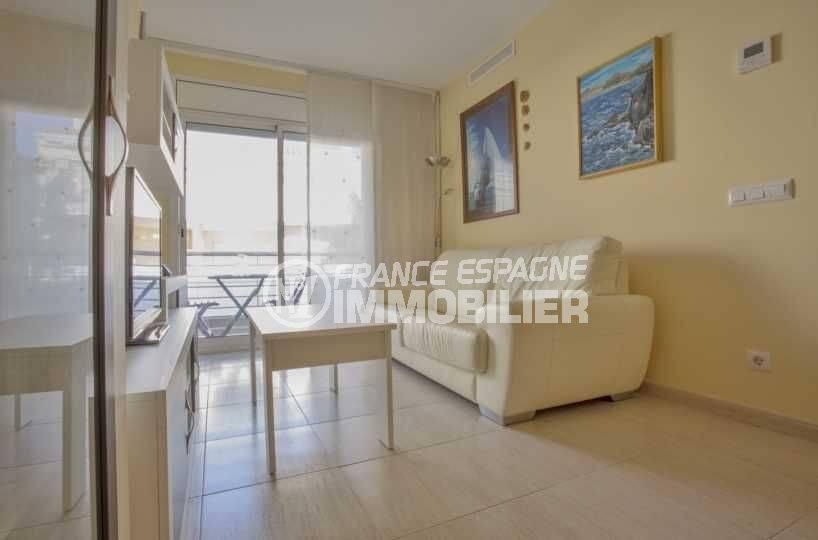 agence immobilière costa brava: appartement 43 m², salon / séjour avec rangements