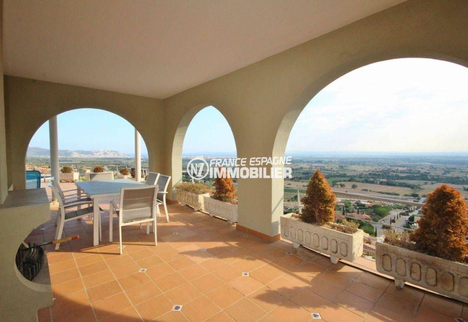 acheter maison costa brava, ref.2364, vue sur l'espace terrasse couverte accès salon