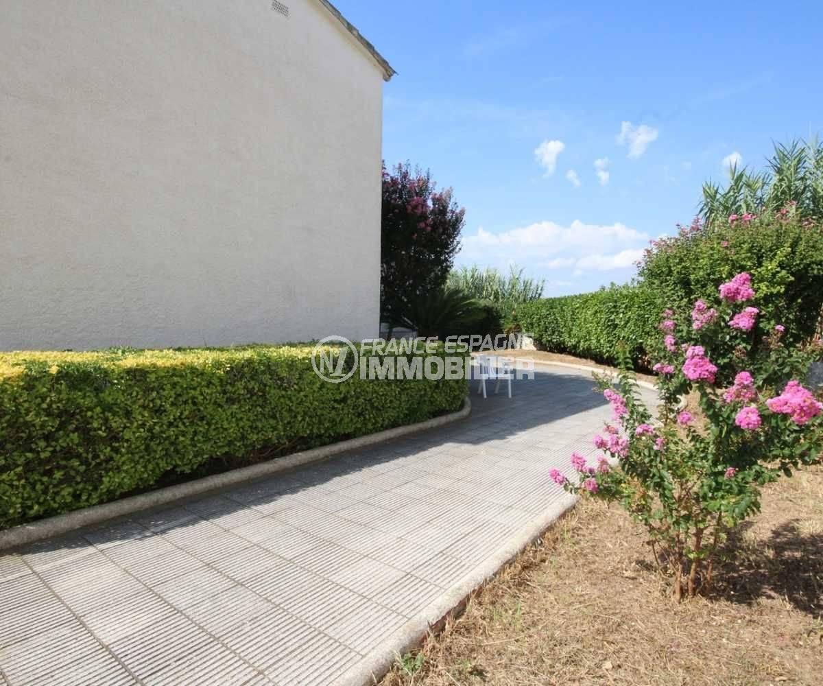 immo empuriabrava: villa ref.3498, aperçu du jardin 300 m²