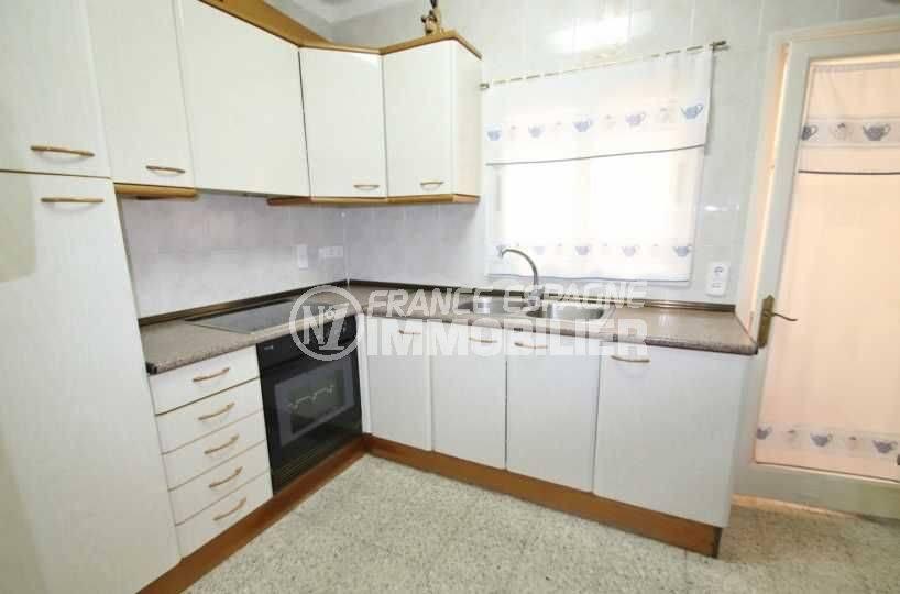 appartements a vendre a rosas, ref.3483, cuisine indépendante avec des rangements