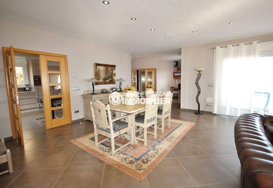 vente immobilier costa brava: villa ref.2364, salle à manger avec accès à la cuisine