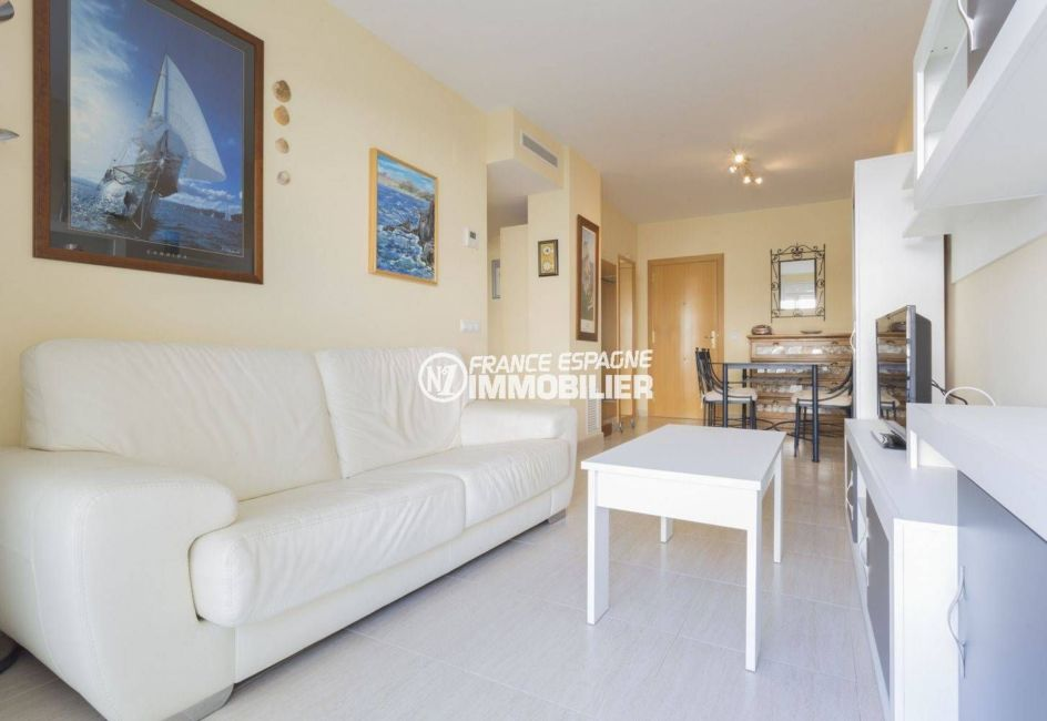 agence immobilière llanca: appartement 43 m², salon / séjour coin repas, accès terrasse