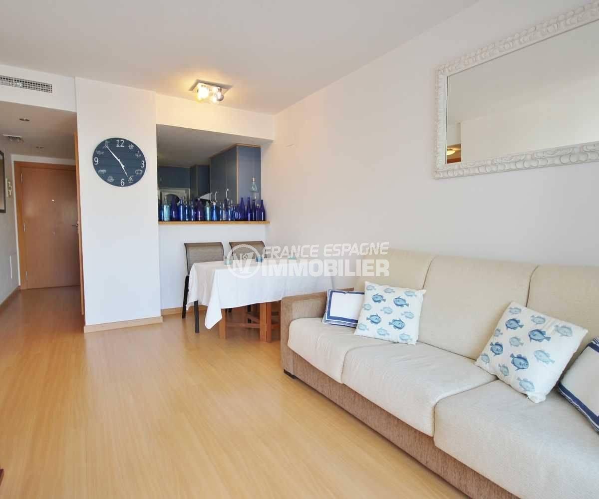 immobilier rosas espagne: appartement ref.3497, salon / séjour avec cuisine semi ouverte