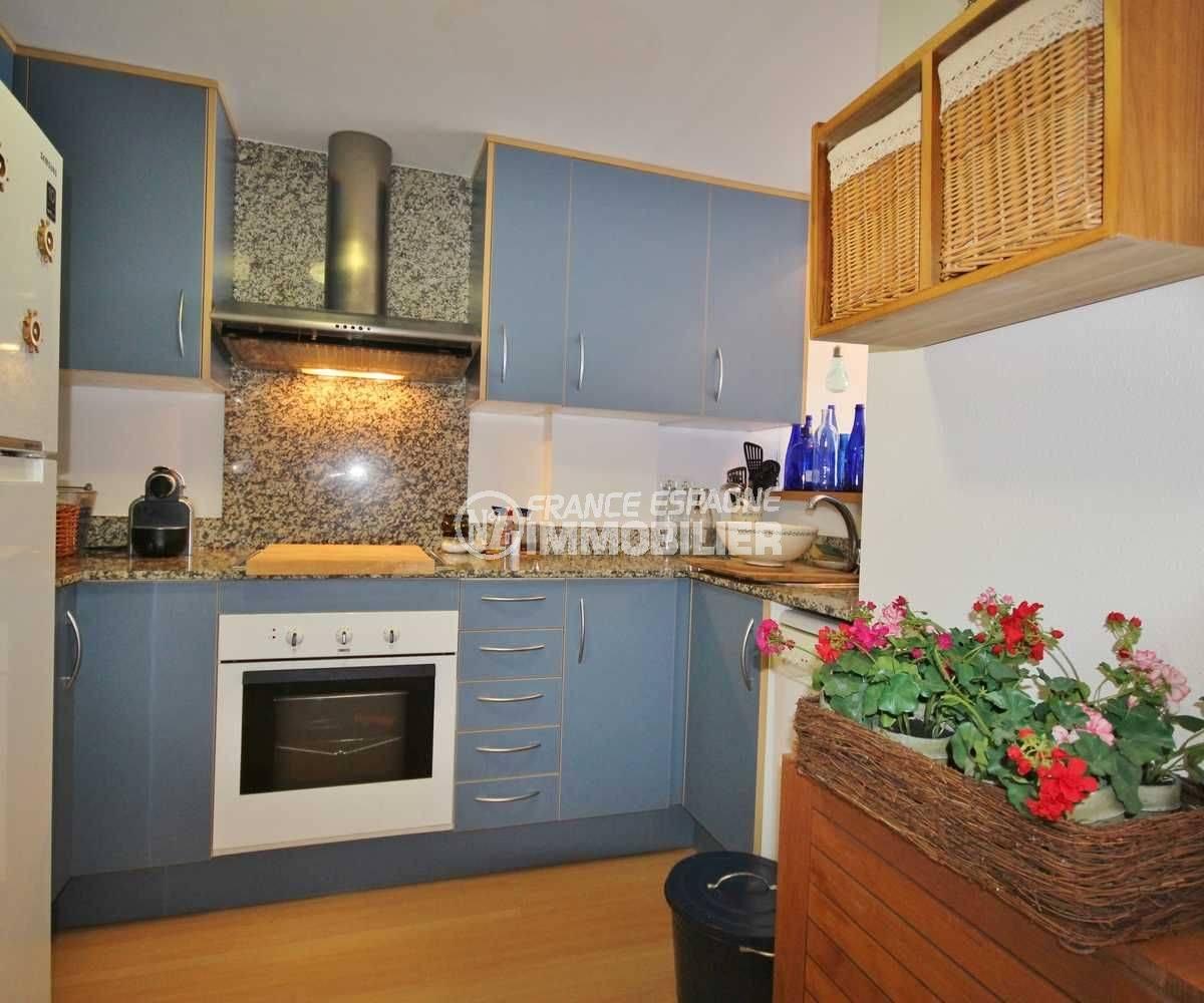 vente appartement rosas, ref.3497, cuisine américaine avec des rangements
