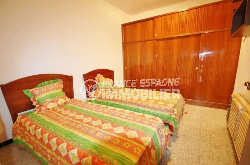 immobilier roses espagne: ref.3483, deuxième chambre: 2 lits simples avec placards