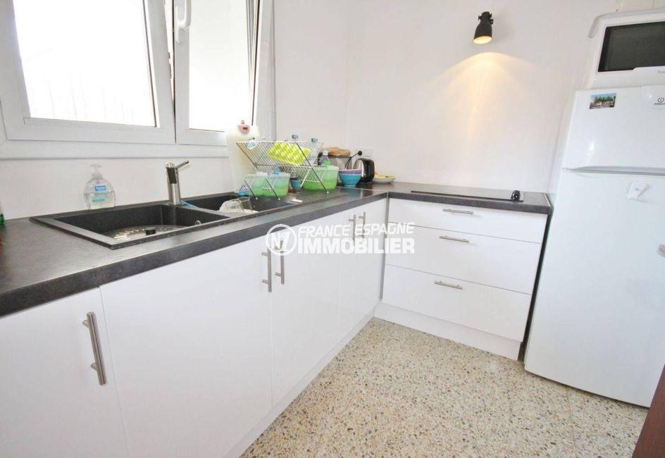 appartement a vendre costa brava, ref.3488, cuisine indépendante toute équipée avec de nombreux rangements