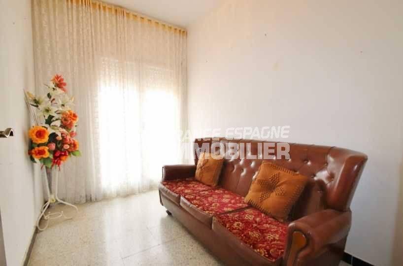 rosas immo: appartement ref.3483, troisième chambre avec un canapé